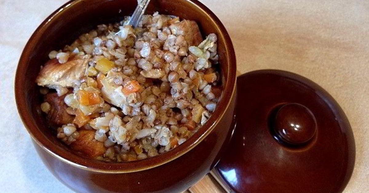 Обед из гречки в горшочках с филе
